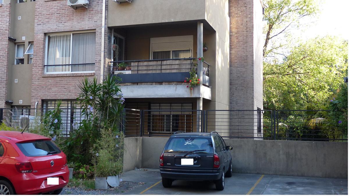 Foto Departamento en Venta en  Tigre ,  G.B.A. Zona Norte  departamento de 3 ambientes con hermoso jardín y cochera.