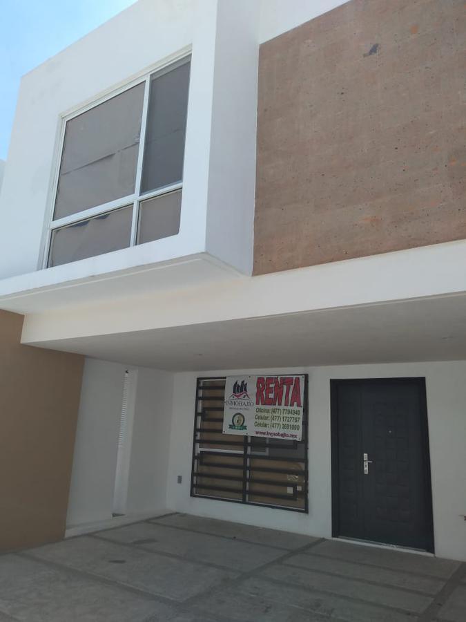 Foto Casa en Renta en  Fraccionamiento  Albada,  León  Casa en Aldaba Residencial, blvd. La Luz y Morelos