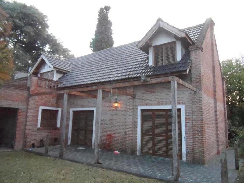 Foto Casa en Alquiler en  City Bell,  La Plata  467 E/ 15-a y 17