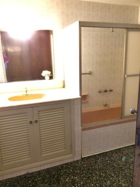Foto Departamento en Venta en  Pocitos ,  Montevideo  Bajo de Precio, Amplia planta, tres dorm y servicio, tres garajes