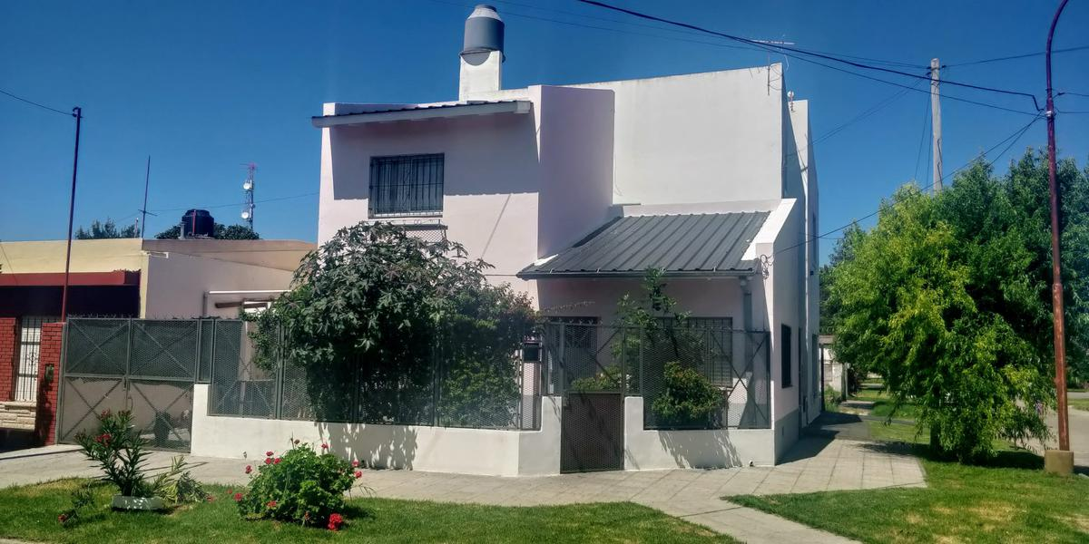 Foto Casa en Venta en  Miramar ,  Costa Atlantica  Calle 36 esquina 31