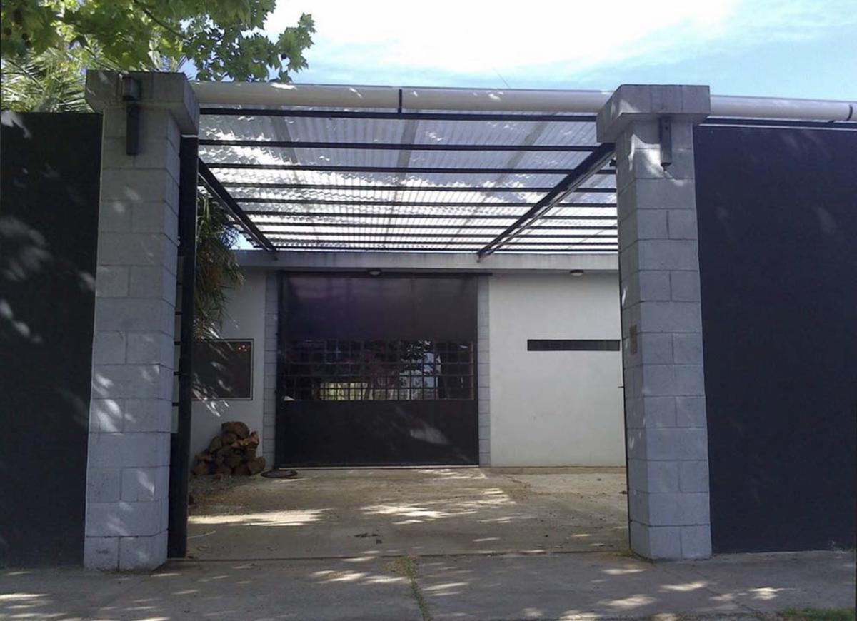 Foto Edificio Comercial en Alquiler en  Adrogue,  Almirante Brown  Erezcano al 1400