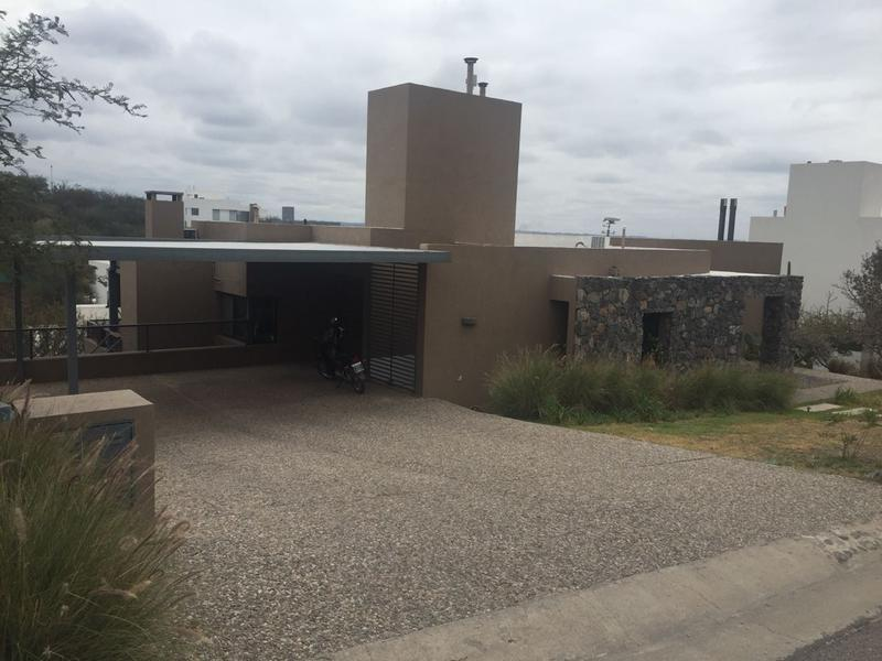 Foto Casa en Venta en  La Rufina,  Countries/B.Cerrado   Country La Rufina 3 dor, pileta y galeria con asador.