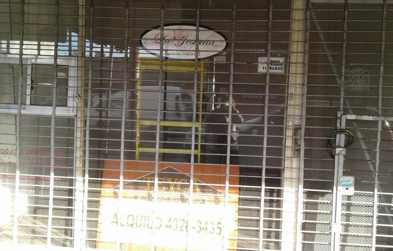 Foto Local en Alquiler en  Lanús ,  G.B.A. Zona Sur  Av. Hipólito Yrigoyen 4809