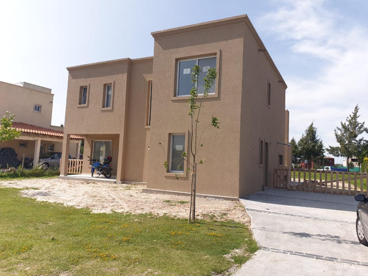 Foto Casa en Venta en  San Gabriel,  Villanueva  Casa estilo moderno. 4 ambientes. A estrenar. San Gabriel. Villanueva