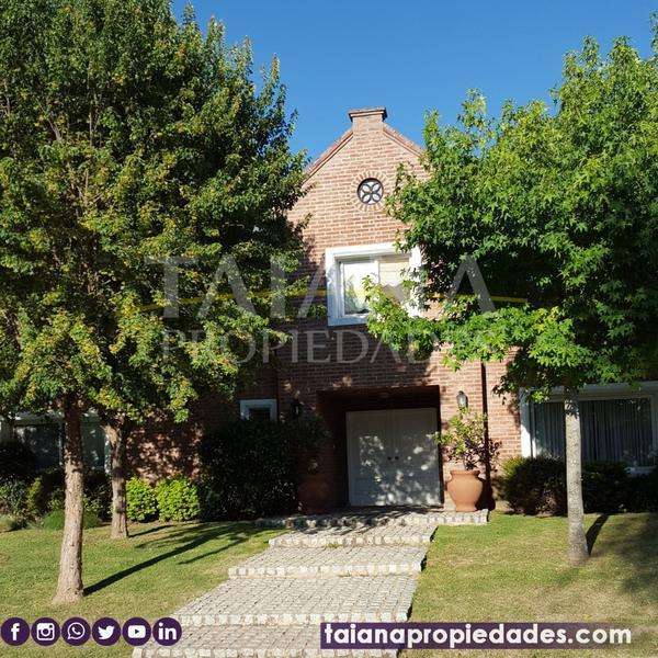 Foto Casa en Venta en  Cordoba Capital ,  Cordoba  Av. Ejército Argentino al 9500