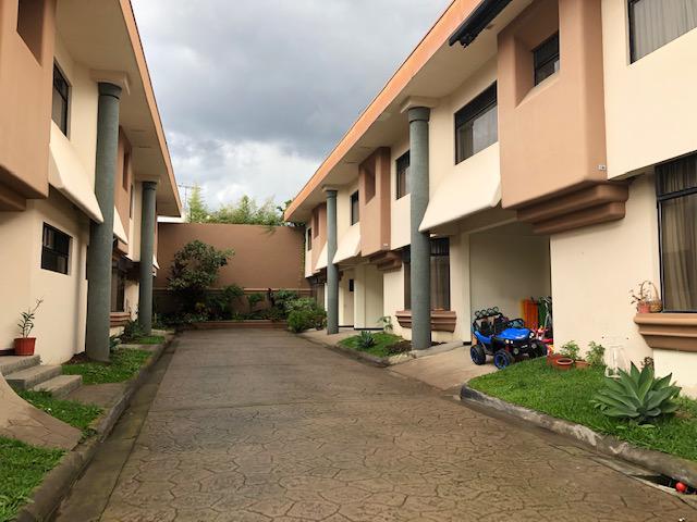 Foto Casa en condominio en Renta en  Mata Redonda,  San José  Rohrmoser/ TownHouse de 3 habitaciones/  Seguridad/ Ubicación