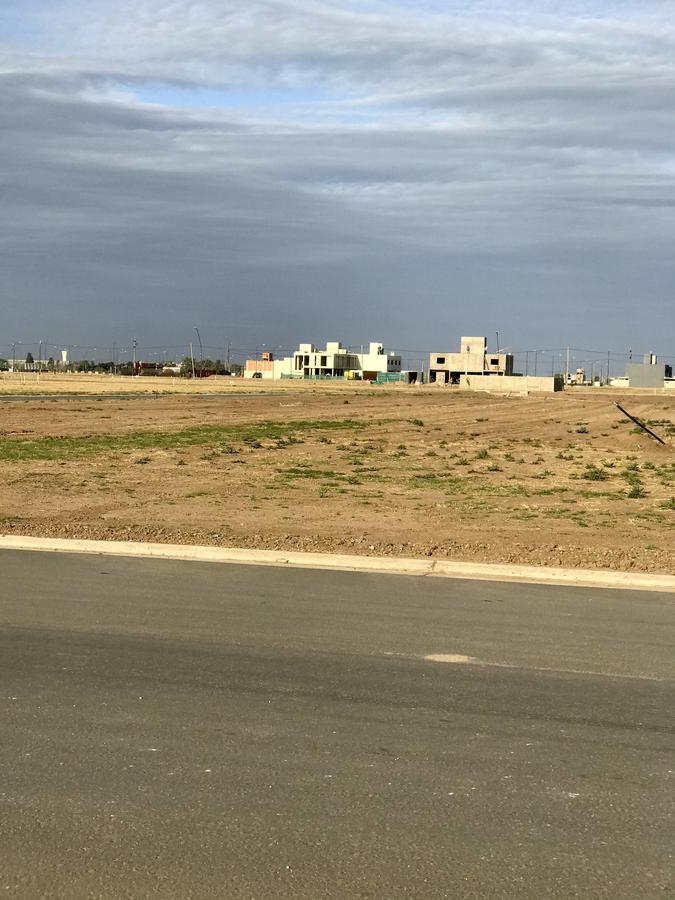 Foto Terreno en Venta en  Colinas de Manantiales,  Cordoba Capital  Terrenaso de 348 m2 Apto Duplex - Lote 27 Manzana 75 - Colinas de Manantiales - Oportunidad!!