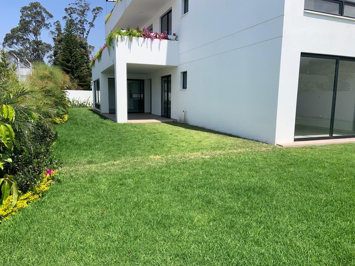 Foto Departamento en Venta en  Cumbayá,  Quito  CUMBAYA SE VENDE DEPARTAMENTO MODERNO CON AMPLIO JARDÍN