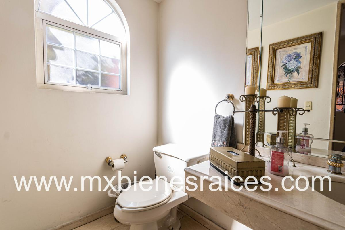 Foto Casa en Venta en  Lomas de Tecamachalco,  Naucalpan de Juárez  Casa en Tecamachalco con gran jardín