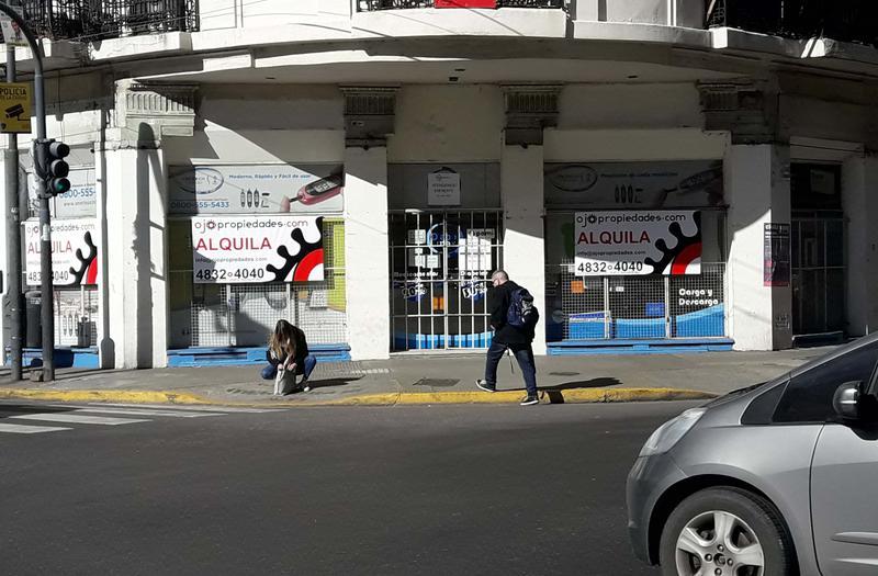 Foto Local en Alquiler |  en  Congreso ,  Capital Federal  Hipolito Yrigoyen y Combate de los Pozos