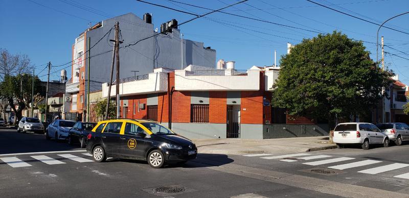 Foto Casa en Venta en  Mataderos ,  Capital Federal  Casa de 6 ambientes para dos familias, con garage y entrada independiente., en mataderos, andalgalá y Zequeira.
