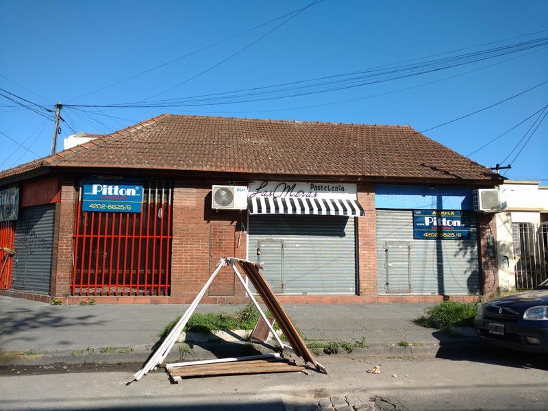 Foto Local en Alquiler en  Banfield Este,  Banfield  Arenales 1408