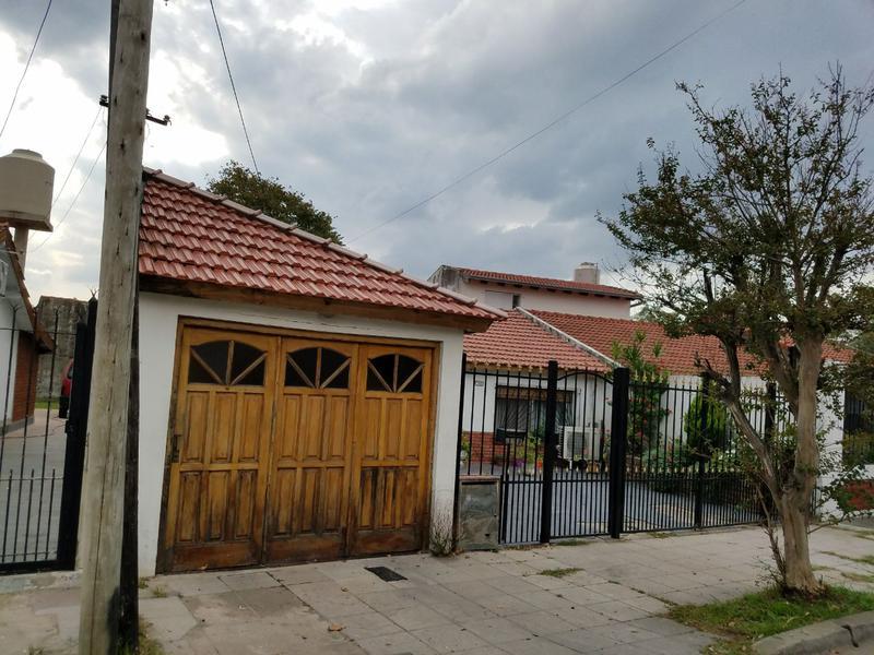 Foto Casa en Venta en  Valentin Alsina,  Lanus  Valparaiso 1600