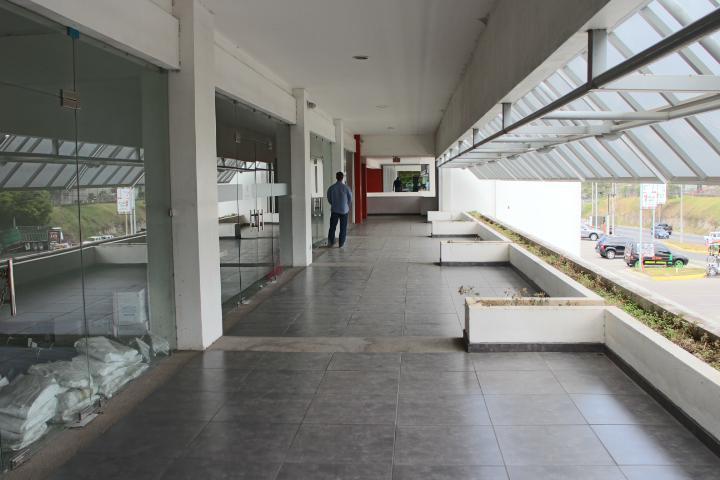 Foto Local en Renta | Venta en  Santa Ana ,  San José  Local Comercial Lindora/ Mezzanine/Exposición
