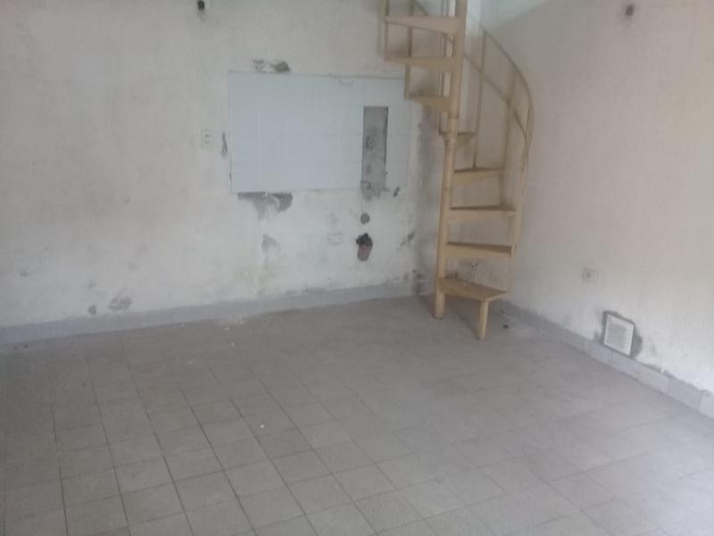 Foto Local en Alquiler en  Lanús ,  G.B.A. Zona Sur  Santiago Plaul al 2100
