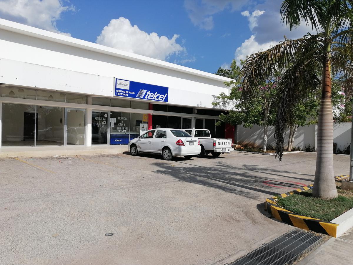 Foto Local en Renta en  Mérida ,  Yucatán  Local de 51 m2 + Mezzanine de 27 m2 En Avenida Leandro Valle