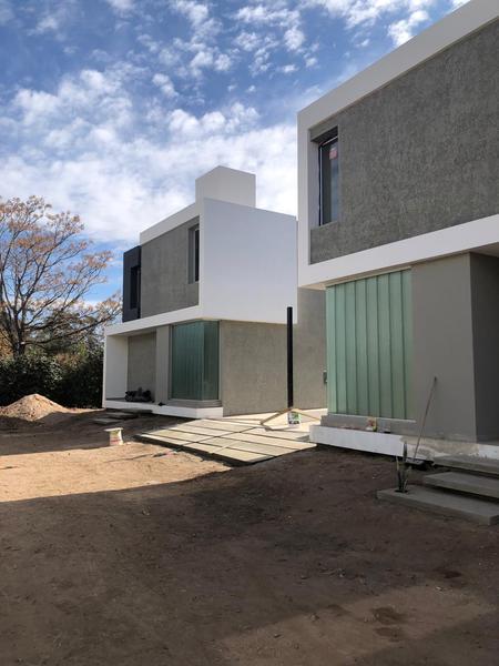 Foto Casa en Venta en  Villa Quizquizacate,  Cordoba  Rivera Housing- Huascar 8600