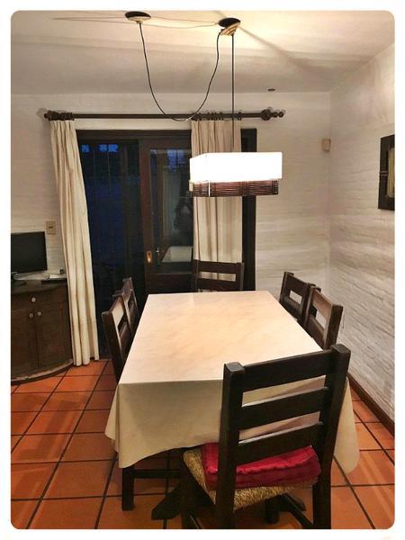 Foto Casa en Alquiler en  Carrasco Norte ,  Montevideo  Casa alquiler barbacoa,  2 garajes, una cuadra de Cooper