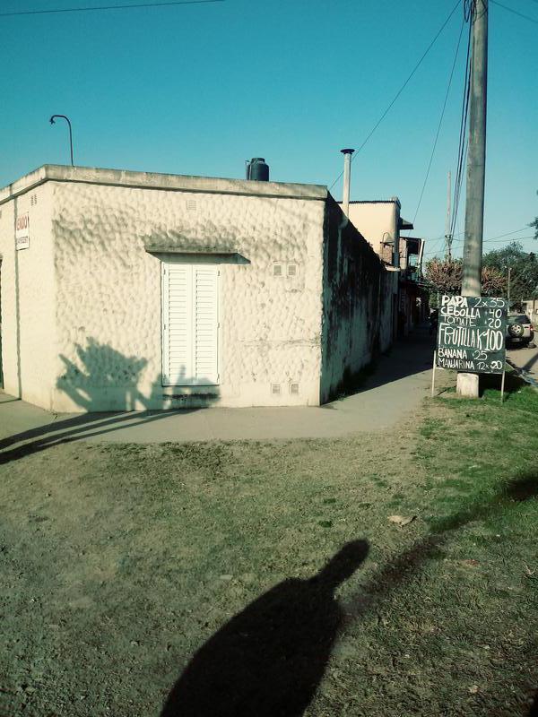 Foto Casa en Alquiler en  San Miguel De Tucumán,  Capital  Casa Esquina Av. Alem al 2300