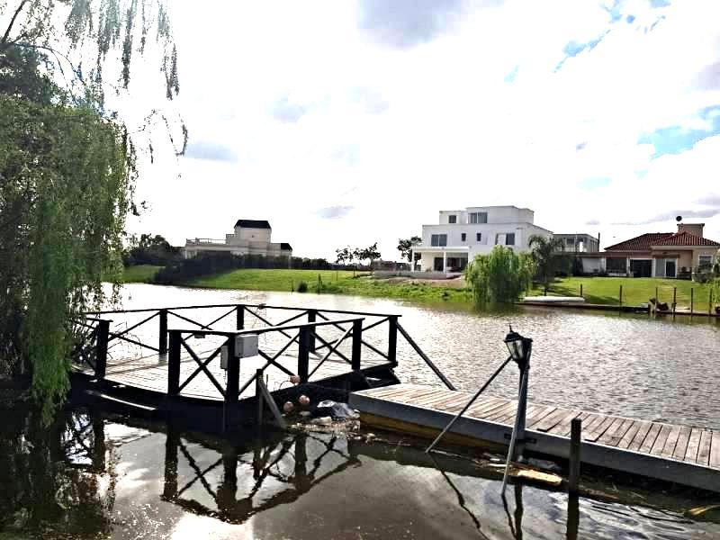 Foto Casa en Venta en  Tigre ,  G.B.A. Zona Norte  Imponente casa en venta al rio en san marco 4 dorms