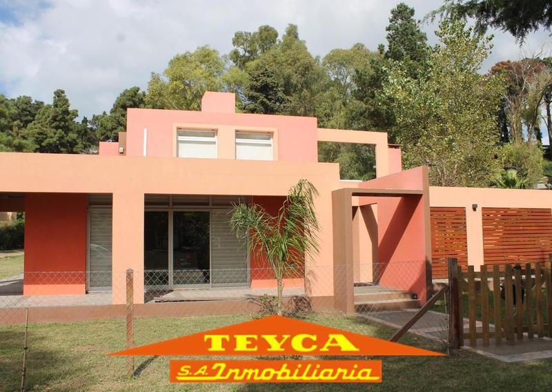Foto Casa en Venta en  Pinamar ,  Costa Atlantica  Robinson Crusoe 670