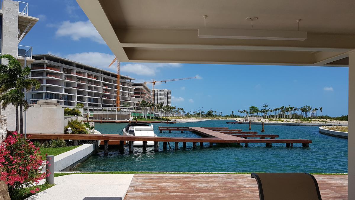 Foto Terreno en Venta en  Benito Juárez ,  Quintana Roo  Terreno residencial en venta, Puerto Cancún (La Laguna)