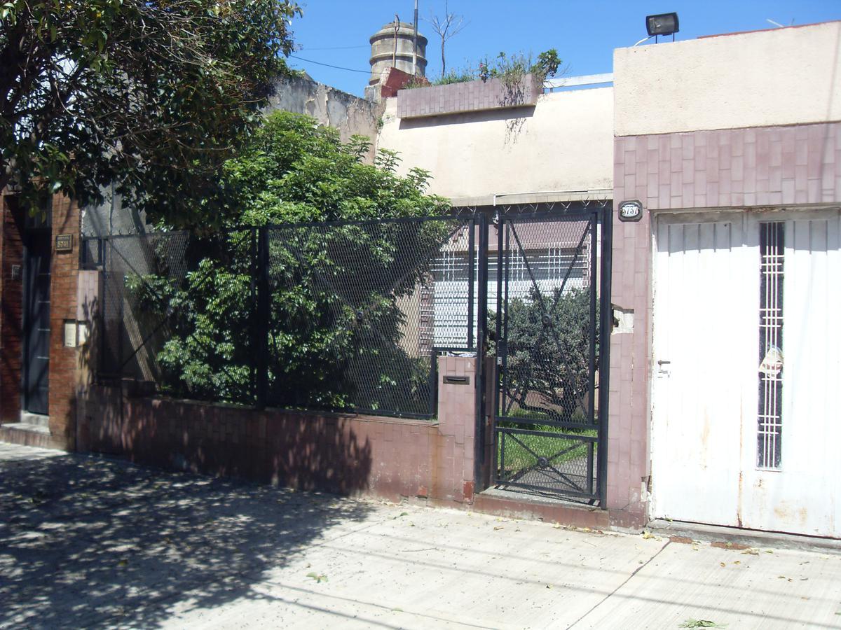 Foto Casa en Venta en  Villa Lugano ,  Capital Federal  Montiel 5.737 entre Madariaga y Berón de Astrada