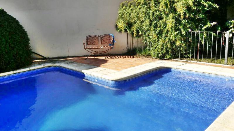 Foto Casa en Venta en  Carrasco ,  Montevideo  Piscina exclusiva, predio cerrado, 4 dorm y servicio