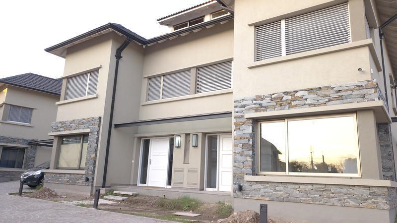 Foto Casa en Venta en  Lomas de Zamora Oeste,  Lomas De Zamora  ITALIA al 600