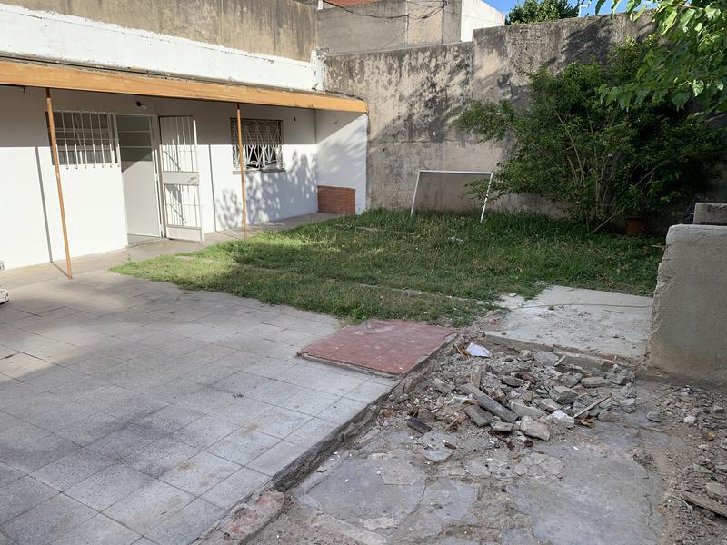 Foto Casa en Venta en  Temperley Este,  Temperley  EMILIO CASTRO 611