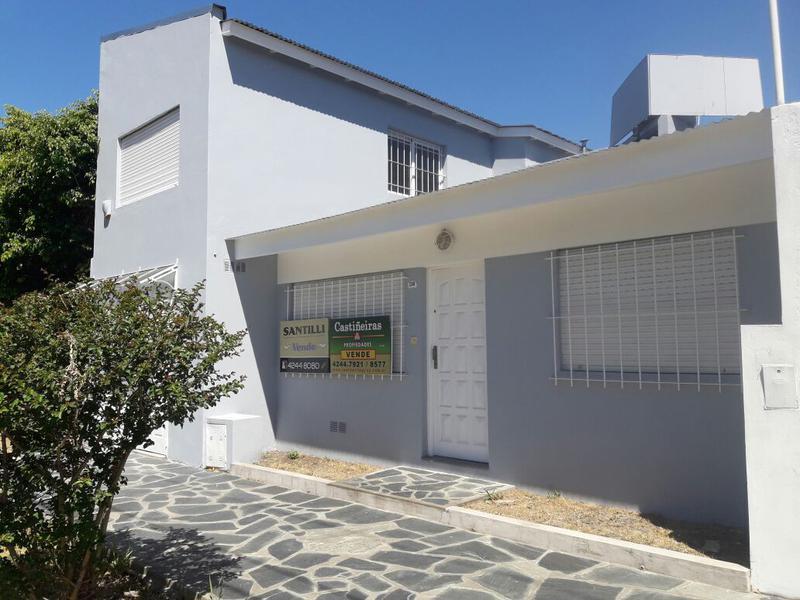 Foto Casa en Venta en  Turdera,  Lomas De Zamora  AZCUENAGA 230 **APTA CREDITO**