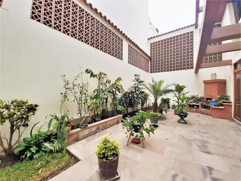 Foto Casa en Venta en  Santiago de Surco,  Lima  av paseo la castellana