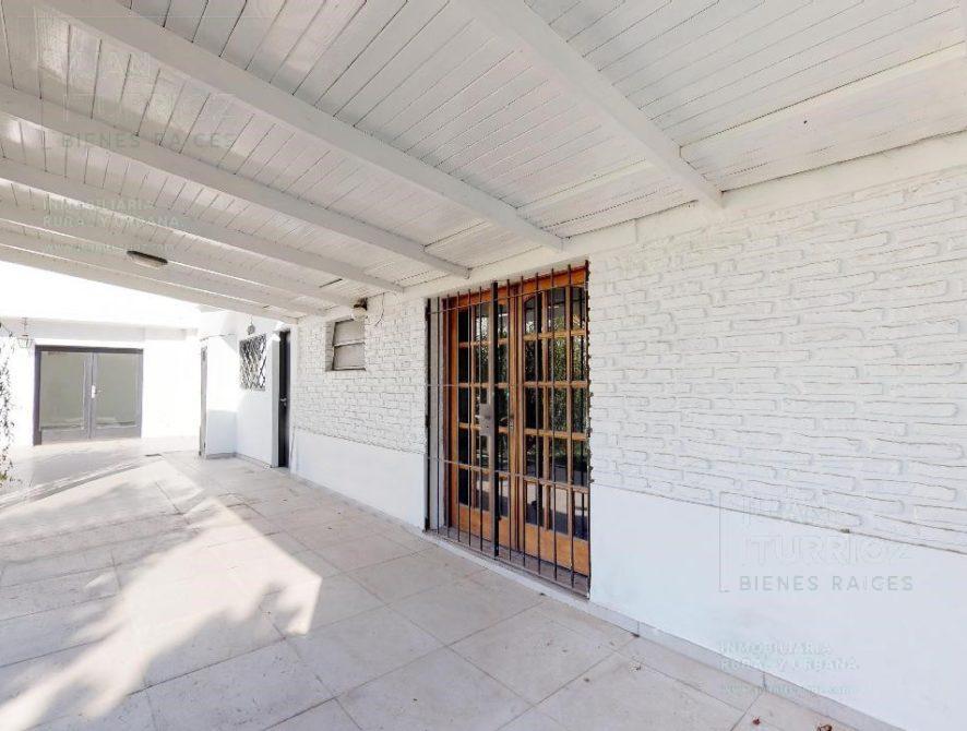 Foto Casa en Venta en  City Bell,  La Plata  21 esquina 473 bis