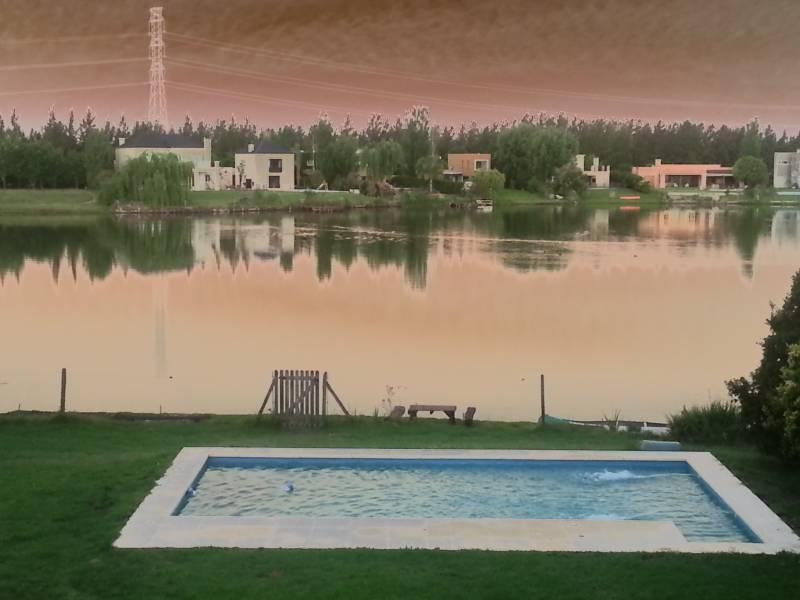 Foto Casa en Alquiler temporario en  Villanueva,  Countries/B.Cerrado (Tigre)  Bv de Todos los Santos 5600