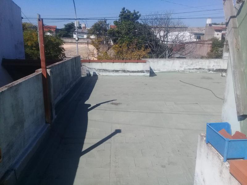 Foto Casa en Venta en  Lanús Oeste,  Lanús  Santiago Plaul  al 2400