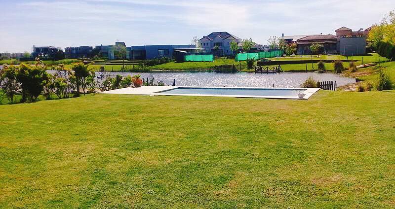 Foto Casa en Venta |  en  Villanueva,  Countries/B.Cerrado  San Marco, Villanueva. Casa 3 dormitorios a la laguna con piscina.