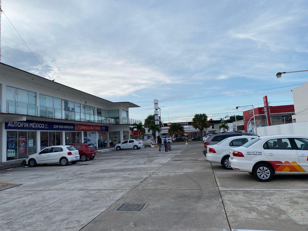 Foto Local en Renta en  Ylang Ylang,  Boca del Río  Locales en renta Plaza Ele, Av. Ejercito Mexicano, Boca del Rio