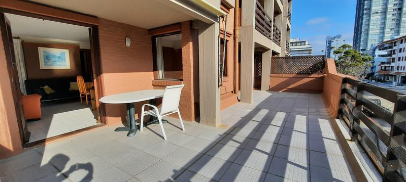 Foto Apartamento en Venta en  Punta del Este ,  Maldonado  Hermoso apto 2 dorm, piscina, mucama, cochera, GRAN TERRAZA CON PARRILLERO PROPIO