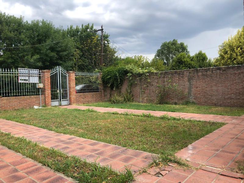 Foto Casa en Venta en  Manuel B Gonnet,  La Plata  513 bis entre 22 bis y 23