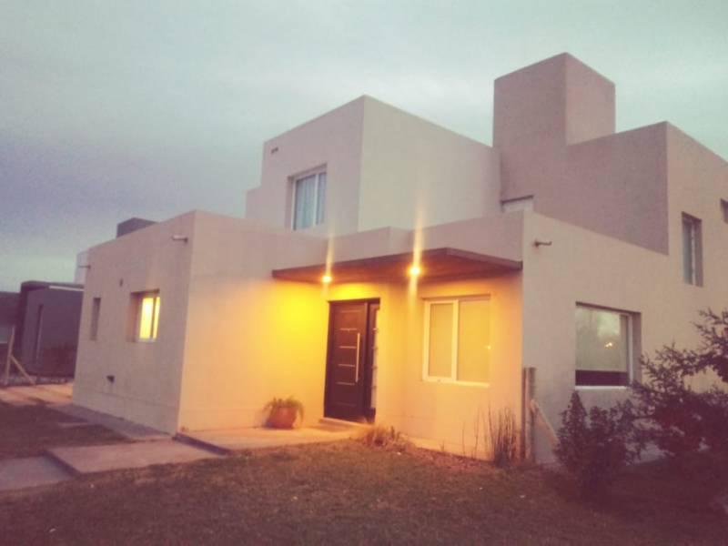 Foto Casa en Venta en  Confluencia Rural,  Capital  Urmenio Figueroa al 3700