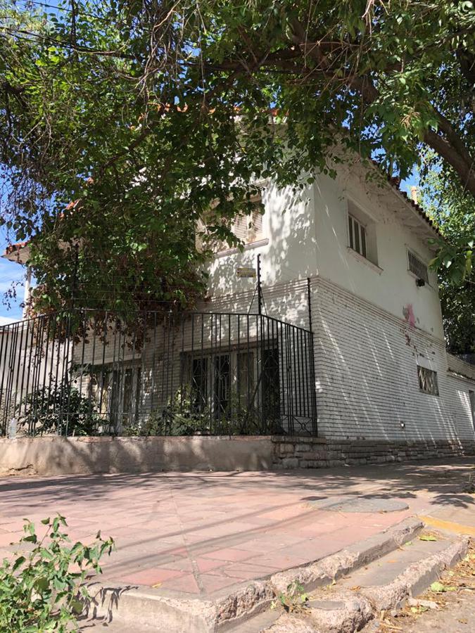 Foto Casa en Venta en  Capital ,  Mendoza  Rioja