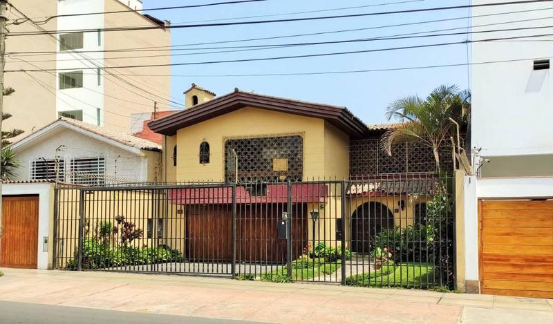 Foto Casa en Venta |  en  Miraflores,  Lima  Av. Manuel Villaran 400