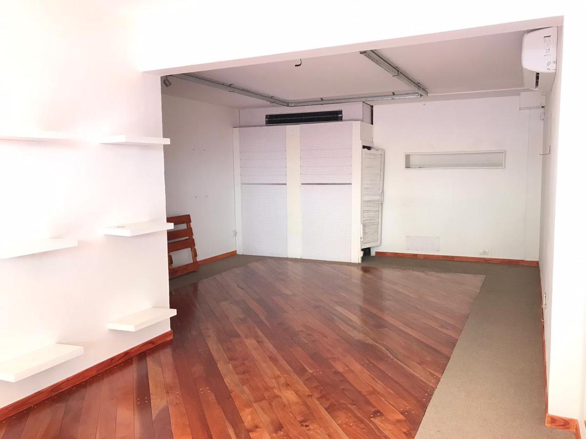 Local en galería calle angosta - Centro