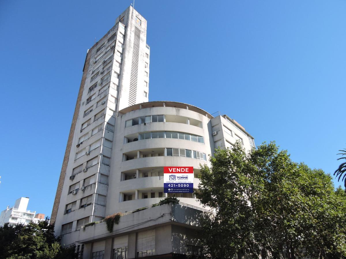 Foto Departamento en Venta |  en  Rosario ,  Santa Fe  VENTA - 3 dormitorios y Dependencia - Cochera - Bv Oroño esquina Córdoba
