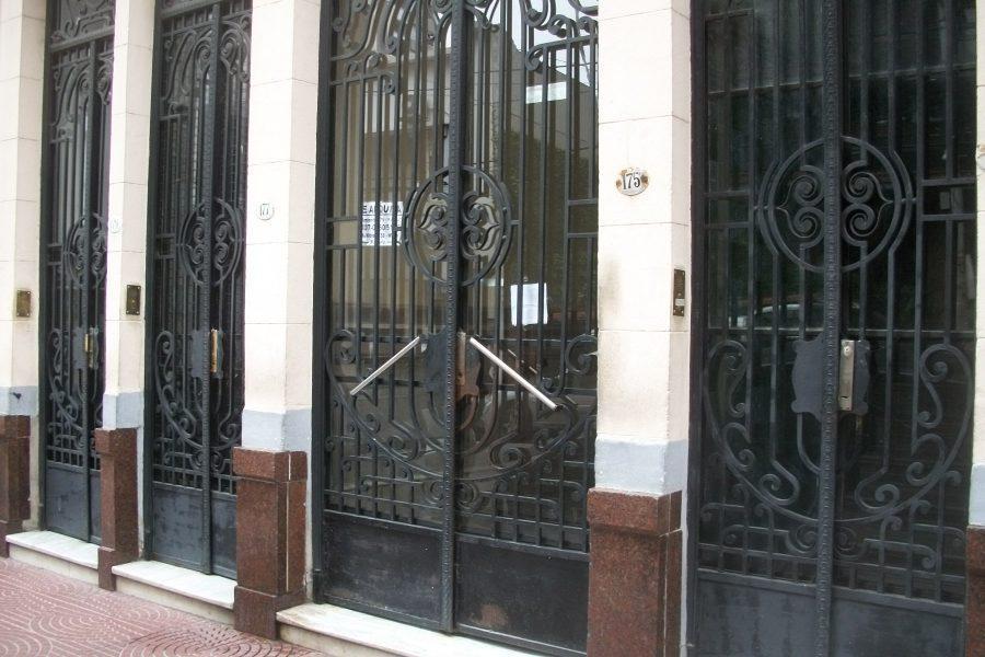 Foto Departamento en Venta en  Avellaneda ,  G.B.A. Zona Sur  Sarmiento 175, Planta baja, Depto. 1