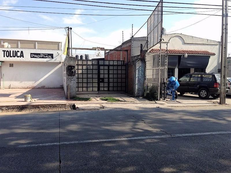 Foto Bodega Industrial en Renta en  San Jerónimo Chicahualco,  Metepec  RENTA DE BODEGA SOBRE PASEO TOLLOCAN