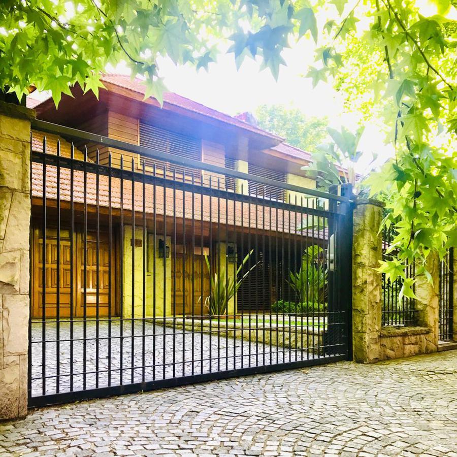 Foto Casa en Alquiler en  Las Lomas-Jockey,  Las Lomas de San Isidro  BERGALLO AL 500