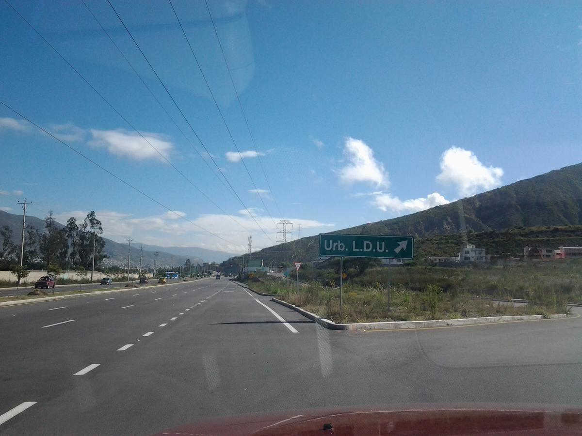 Foto Terreno en Venta en  Mitad del Mundo,  Quito  Urb  LDU pomasqui