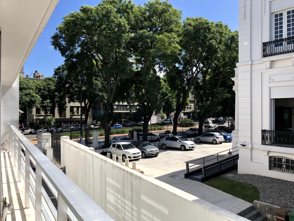 Foto Oficina en Alquiler en  Tres Cruces ,  Montevideo  Br. Artigas frente a La Española